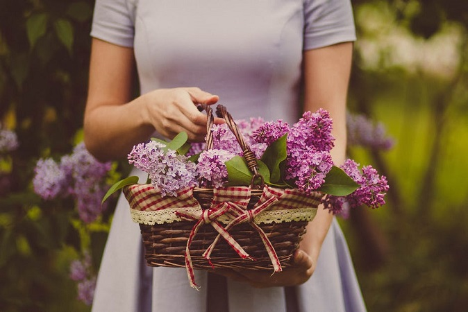 Know The History of Giving Flowers & Their Mind-Blowing Facts