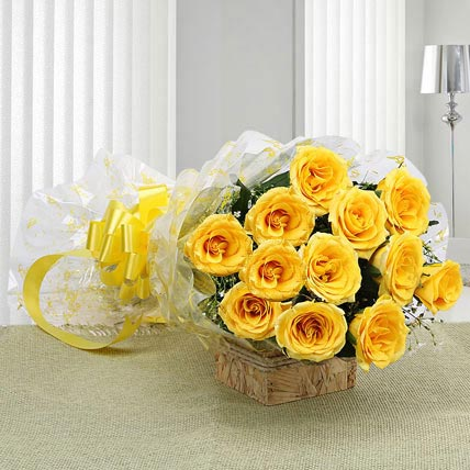 12 Delightful Yellow Roses Bouquet