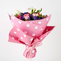 Beautiful 10 Pink Roses 4 Blue Statice Charming Bouquet