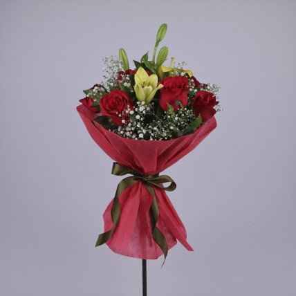 Yellow Asiatic Lily & Red Roses Bunch