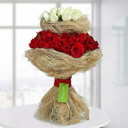 Graceful Red N White Roses Bunch
