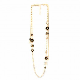 Elegant Floral and Pearl Necklace