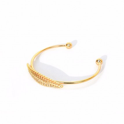Lovely Single Leaf Gold Bracelet
